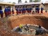 Schulpause an der Baugrube